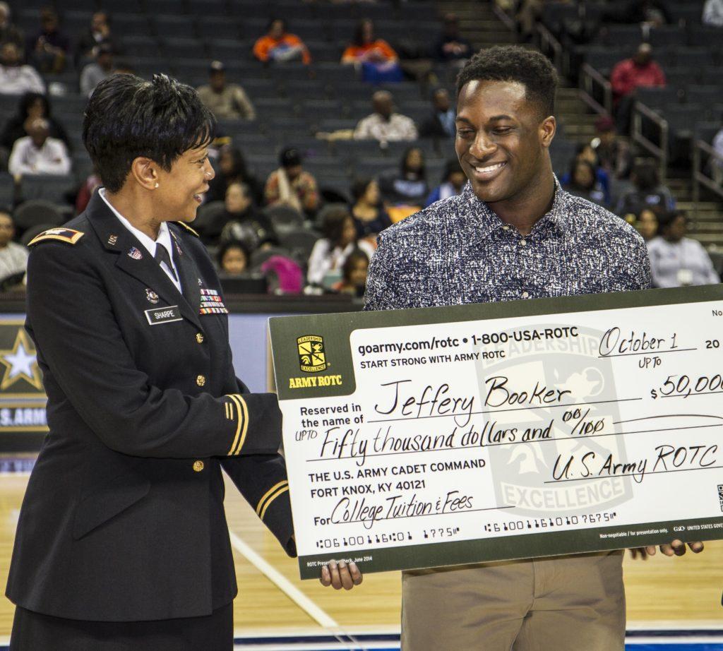 Koszykarz otrzymujący stypendium